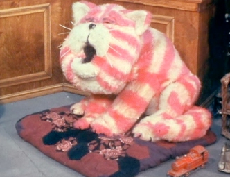 Bagpuss-yawns-colour